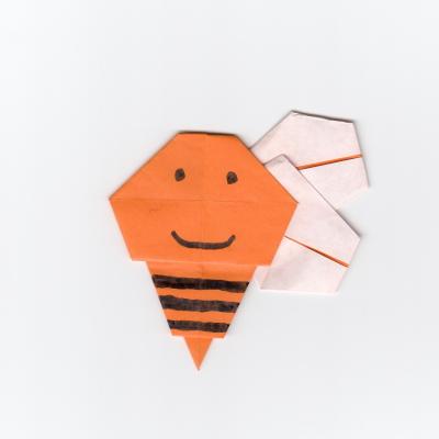 可愛い蜂の折り紙